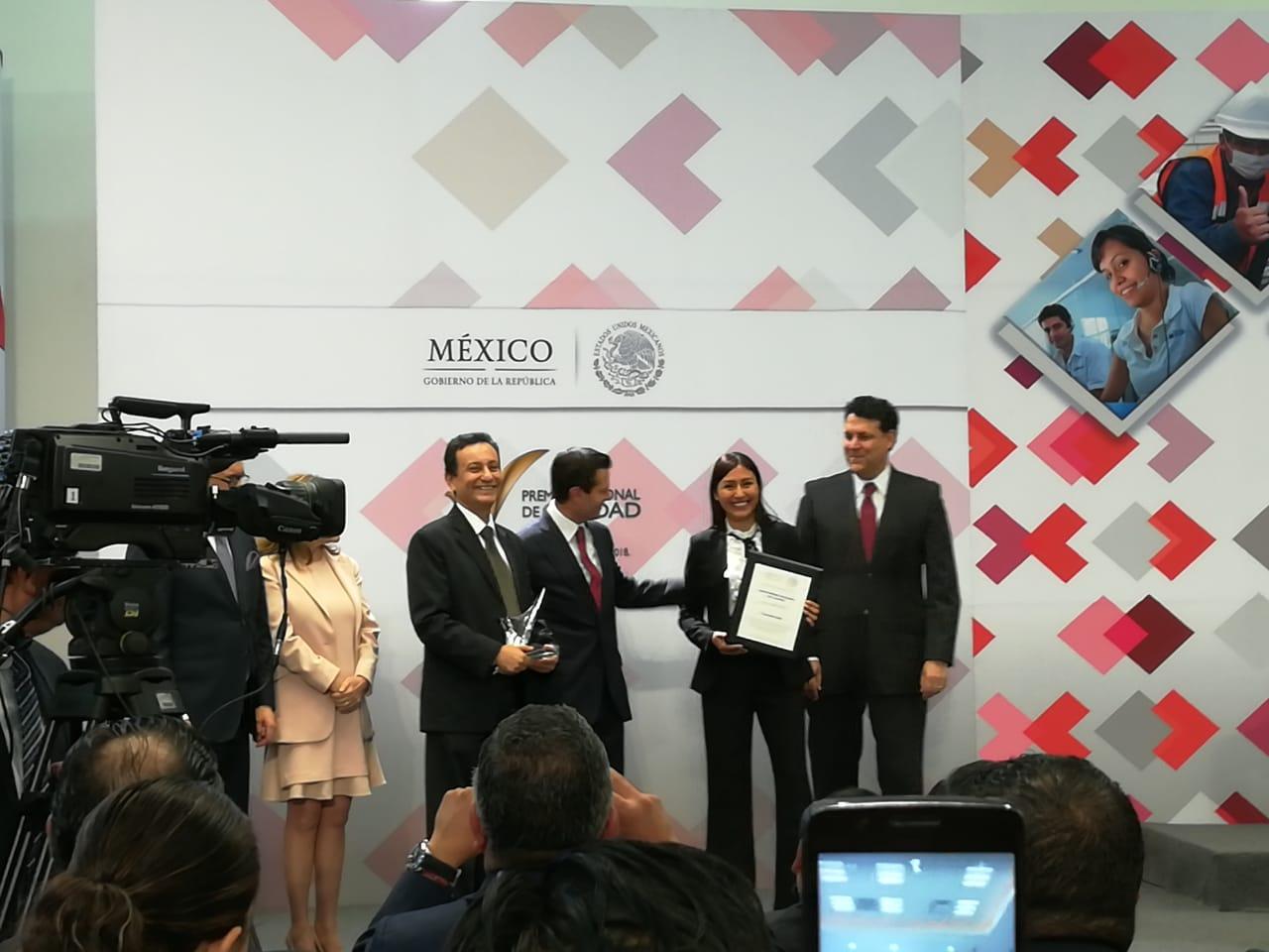 Entrega EPN Premio Nacional de Calidad a Club Inntegra